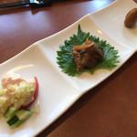 94577202 - 前菜3品 蒸し鶏のネギソース、秋刀魚のマリネ、うずらの醤油漬け