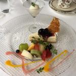 94577340 - レモン風味のレアチーズケーキ(1,026円 税込)評価=△ とにかくフルーツがたっぷり!
