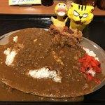 カレー食堂 マッハ - 唐揚げカレー700円(税込)