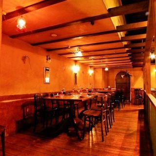 カフェ ラ・ボエム - 個室感覚でご利用頂ける、中団体様向けのテーブル席。周りの声も気になりません。