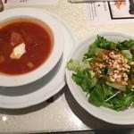 マトリョーシカ - ボルシチスープ、はと麦と緑のサラダ