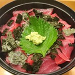 川徳 - マグロ丼