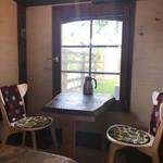 prato cafe - 窓辺の席もいいよね