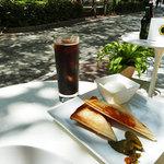 ヘリアンタス - ホットサンドイッチ 500円 + アイスコーヒー 500円