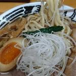 中華そば ひらこ屋 - 太麺縮れの麺が美味い