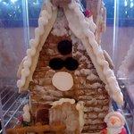 菊池夢織菓子ノグチ - 料理写真:ショーケースに入ったお菓子の家です☆