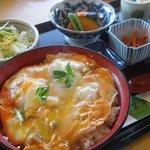 春翠亭 - 川俣シャモの親子丼セット(昼限定 コーヒー、小皿付き) 1050円