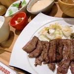 炙り厚切り牛タン たん屋びぜん - 料理写真:たんくら名物厚切り牛タンセット(6枚)
