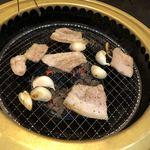 焼肉たらふく  - サンギョプサルの豚バラ肉