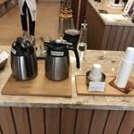 オブスキュラ コーヒー ロースターズ 本通 - 試飲コーナー