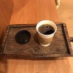 オブスキュラ コーヒー ロースターズ 本通 - 店内でも飲めます
