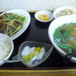 味鮮園 - ニラレバ定食