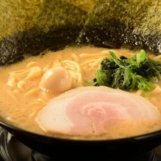★当店の主役の一つ『スープ』贅沢濃厚豚骨スープを堪能♪