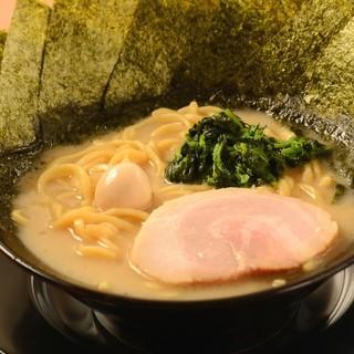 ★麺にはスープに絡む『特製中太麺』を採用しました♪