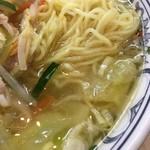 華風伝 - 野菜ラーメン接写。