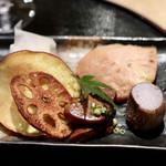 天ぷらと日本酒 明日源 - 【八寸】きぬかつぎ、秋鮭西京焼き、クリームチーズ酒粕漬け、鮟肝生姜煮、蓮とさつまいも煎餅