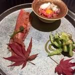 94617445 - 前菜/ユッケ・白センマイ香味野菜の酢味噌和え・赤身湯引き寿司