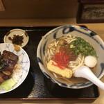 本くるくる - 沖縄そばとラフティ丼セット:¥880