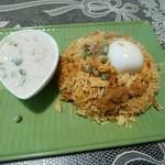 南インド プドゥチェリ - 料理写真:奇跡的にランチで食べられたチキンビリヤニ1080円 ライタ付き(●´∀`●)