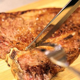 【骨付き肉の王様】Tボーンステーキ&塊肉のローストビーフ♪