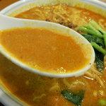 香羽楼 - タンタン麺のスープ