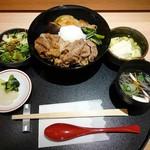 94630096 - 牛椀、サラダ、スープ、小鉢、お新香付