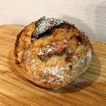 川越ベーカリー 楽楽 - 世田谷パン祭りにて 甘酒カンパーニュ 皮から酒粕の香ばしくて甘い香り