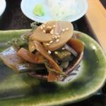 そば一仁 - 前菜「山菜と蒟蒻の煮物」