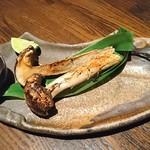 炉端焼き燻銀 - 松茸の炙り焼き