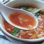 プルーカフェ - トマトラーメンのスープ
