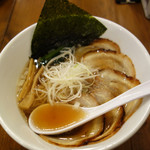 博多鶏塩らぁめん みやびや - 基本の醤油らぁめんは670円ですが、こちらは醤油チャーシュー麺920円です。