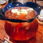 魚酒場ピン - 巨大金魚鉢の紅茶ハイボール!