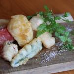 バル&ビストロダイニング Knutsford Terrace - 本日の鮮魚と季節野菜のフリット