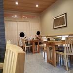 日本料理 水嶋 - テーブル席の様子
