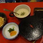 片桐 - ステーキ御膳のニンニクチップとご飯等~