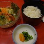 片桐 - タンシチューランチのサラダ、ご飯等~