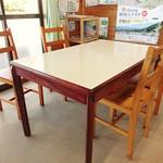 ぶらっとハウス - テーブル席