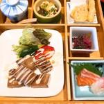 すだちや - 料理写真:天ぷら、お刺身、チキンの照り焼き。