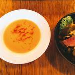 レストラン エイタブリッシュ - にんじんとビーツのスープ