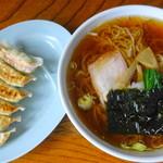 94664297 - 醤油ラーメン:餃子