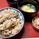 神楽坂 割烹 加賀 個室と会席接待の宴会処 - マツタケの炊き込みご飯