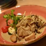 ROTISSERIE★BLUE - 名物ロティサリーチキン セップ茸と秋のきのこのクリームソース