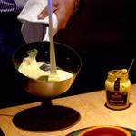 ROTISSERIE★BLUE - 黒毛和牛のハンバーグにこちらのソースをつけて