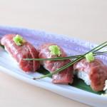 兎に角 - 白老牛の炙り寿司 三貫