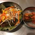 94691153 - 豚丼に付くサラダ&キムチ