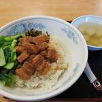 慶龍 - 魯肉飯850円