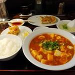 珉珉 - 麻婆豆腐定食+ランチ餃子 850円(税込)