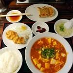 珉珉 - 麻婆豆腐定食+ランチ餃子 850円(税込) 餃子は食べさし。