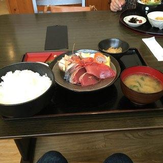 渥美の丼屋 まるみ - 料理写真:刺身定食1281円です。