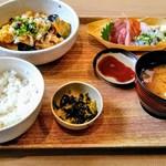 築地食堂 源ちゃん - 刺身と鶏胸南蛮酢の定食